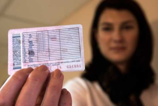 В Петербурге шизофреник-наркоман получил водительские права 11 категорий