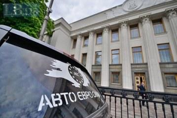 Последствия акции АЕС под Радой: полиция забрала на штрафплощадки сотни автомобилей на «бляхах» (видео)