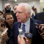 Маккейн заявил, что команда Трампа затягивает реализацию санкций против РФ