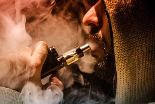 Вейперы под угрозой: электронные сигареты вызывают загадочные иммунные реакции