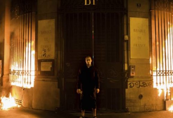 Марат Гельман предложил Банку Франции заплатить Павленскому за поджог