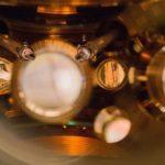 Электрон в качестве маятника: как работают атомные часы