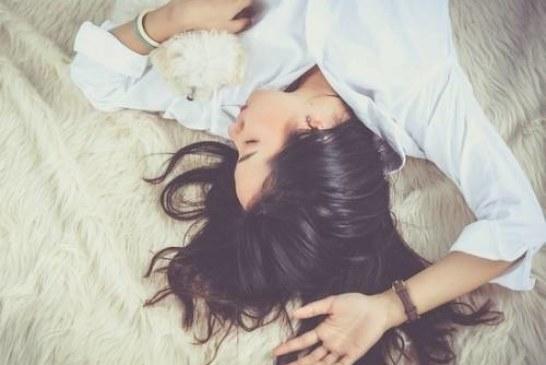 Ученые выяснили, что оргазм делает женщин умнее