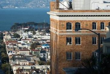 С закрытых консульских объектов в Сан-Франциско сорвали флаги России
