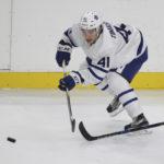 Российский хоккеист подрался с канадским одноклубником, сломав ему лицевую кость