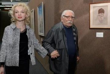 Развод в жизни и в театре: что происходит с Арменом Джигарханяном