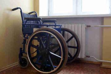 Инвалидам не придется долго ждать кресло-каталку: Минтруд установит нормативы