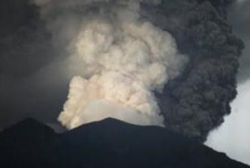 Фото: вулкан Агунг на острове Бали просыпается