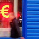 Курс доллара и евро резко подскочил выше 59 и 70 рублей