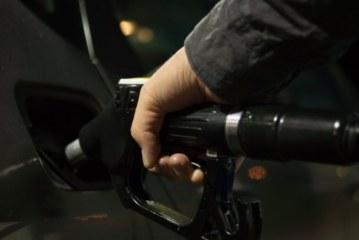Цены на топливо пробили психологическую черту: чего ждать водителям в декабре