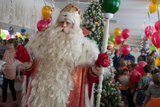 Дед Мороз открыл резиденцию «младшего брата» в Крыму
