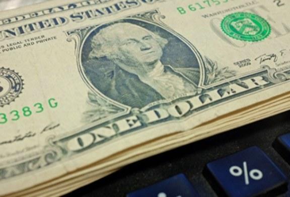 Доллар дешевеет в последний рабочий день года