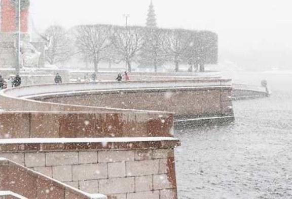 Затворы на дамбе в Петербурге закрыты из-за угрозы наводнения