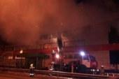 В Московской области загорелся торговый центр