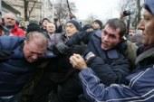 В Киеве сторонница Саакашвили забросала яйцами полицейских