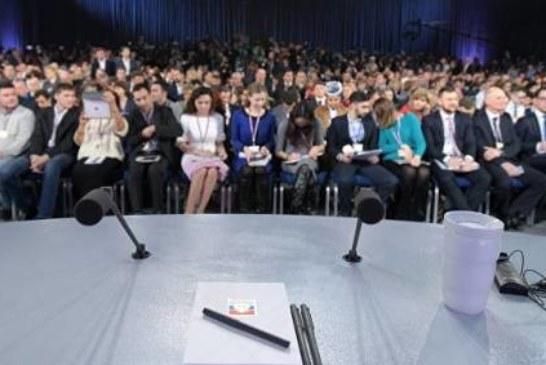 Журналисты перед пресс-конференцией Путина получили подарки