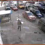 Житель Петербурга сбежал с эвакуатора, спрыгнув с платформы на своем Volvo