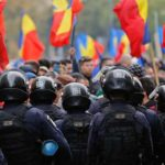 Запад отрабатывает в Кишиневе украинский сценарий