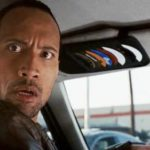 Девушка показала таксисту голую грудь, а ее друг потребовал оплатить показ
