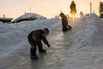 Как обезопасить ребенка на зимних каникулах: рекомендации МЧС