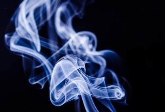 Эксперты выступили против приравнивания электронных сигарет к обычным