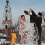 Фото: Путин в проруби и другие участники крещенских купаний