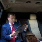 Медведев снизит смертность на дорогах до нуля