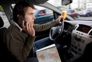 Во Франции за разговоры по телефону за рулем будут лишать прав