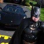 В Калининграде мужчина бил окна припаркованных машин по приказу Бэтмена