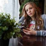 Психологи объяснили, почему человек до 24 лет остается подростком