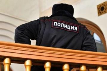 Полицейские помогли упавшей на станции «Лубянка» на пути пенсионерке