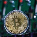 Курс биткоина рухнул ниже восьми тысяч долларов