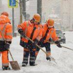 Власти Москвы просят водителей пересесть на городской транспорт из-за снега