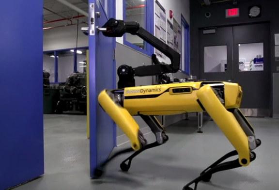В США изобрели роботов-джентльменов, открывающих двери