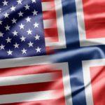 Норвежский шпиц на коротком поводке Вашингтона