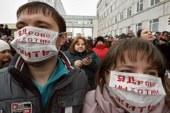 Жители Волоколамска вышли на митинг после отравлений школьников
