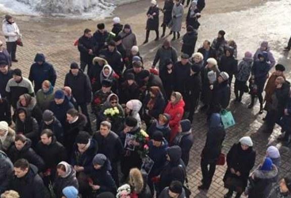 В Кемерово прощаются с погибшими при пожаре в торговом центре