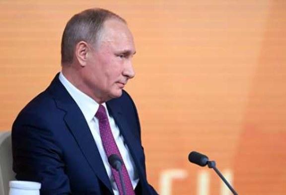 Путин пошутил, что не смог разобраться в собственных заметках