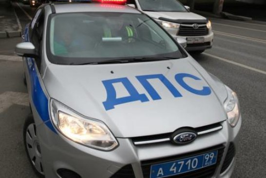 В Москве сотрудник ГИБДД врезался в машину судебных приставов, есть раненые