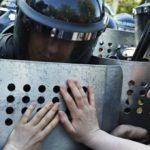 В Ереване полиция призывает не допустить участия подростков в протестах