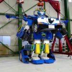 Японцы создали робота, который трансформируется за минуту в спорткупе