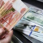 Россияне рассказали, где и в какой валюте хранят сбережения