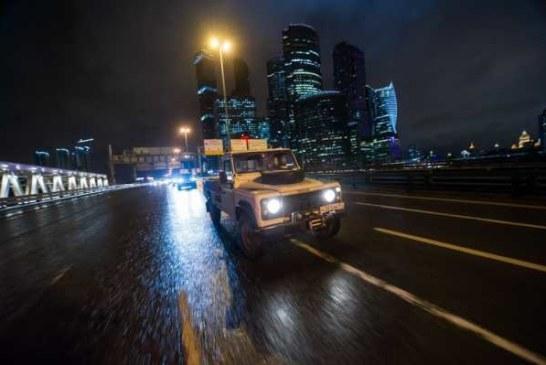 Land Rover устроил ночной парад на Третьем кольце, чтобы попасть в Книгу рекордов