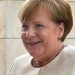 Российский дипломат прокомментировал ситуацию с букетом для Меркель
