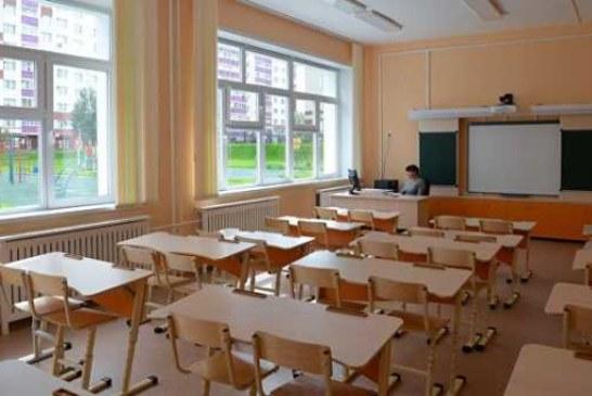 В Приморье уволили учительницу, заставившую школьника чистить зубы на уроке