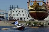 В Петербурге спустили на воду точную копию корабля, который создавал Петр I