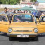 17 человек тебе в «Запорожец»! Украинцы поставили ультрарекорд по вместимости