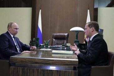 Медведев озвучит Путину предложения по персональному составу правительства