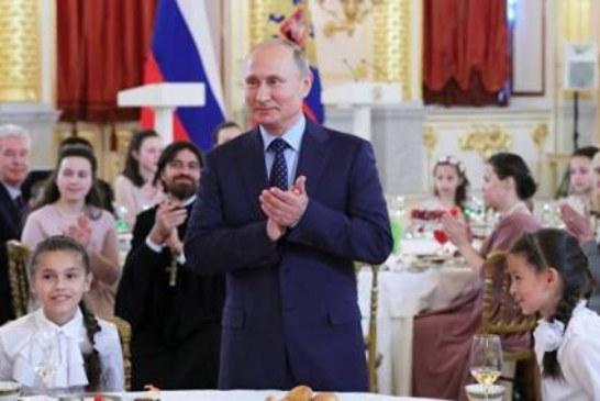 «Напугали сладкого»: Путин прервал свое выступление из-за плача ребенка