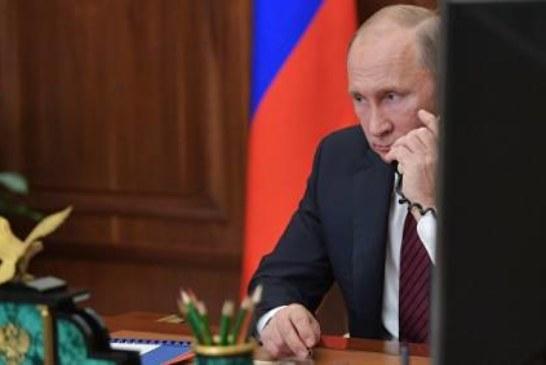 В Кремле рассказали о темах телефонного разговора Путина и Порошенко